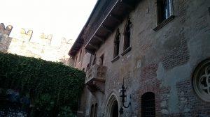 Nad grobem Juli Capuletti w Weronie